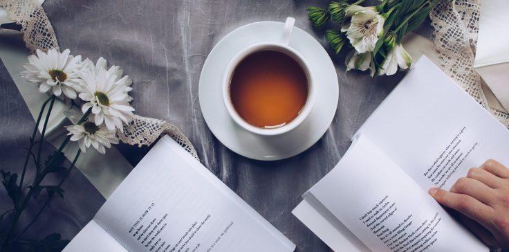 cropped-beverage-books-caffeine-904616.jpg